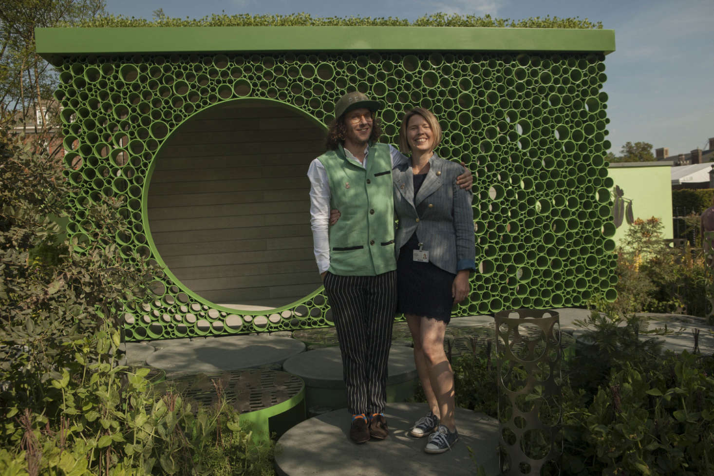 Pea fancier and Seedlip founder Ben Branson, with garden designer Catherine Macdonald, Ph.D.