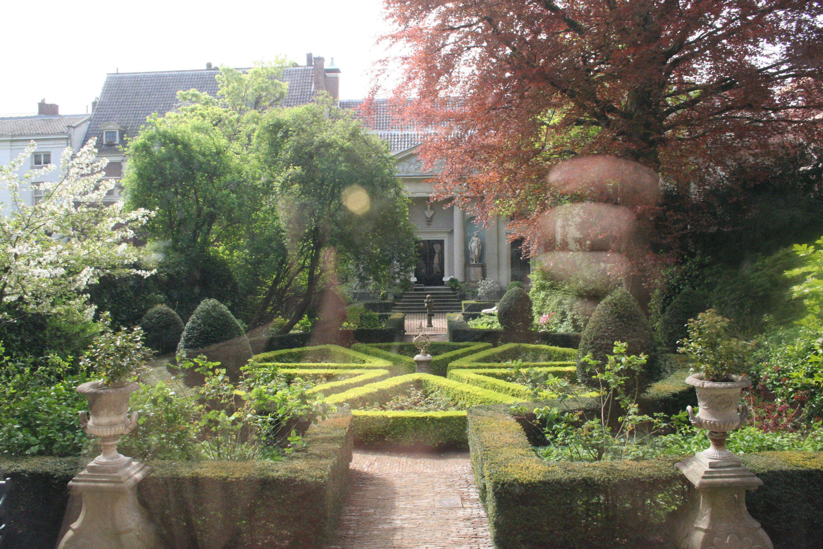 10 garden ideas to steal from amsterdams canal houses gardenista - Amsterdam Garden