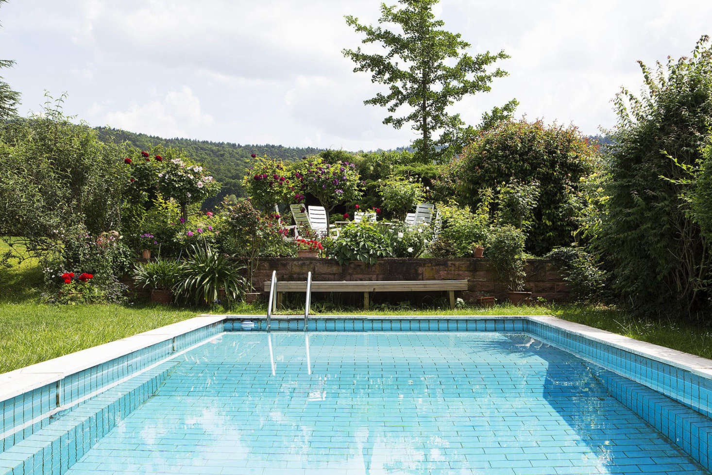 A tiled swimming pool and a raised deck are sited on the side of the house to avoid disrupting views of the countryside.