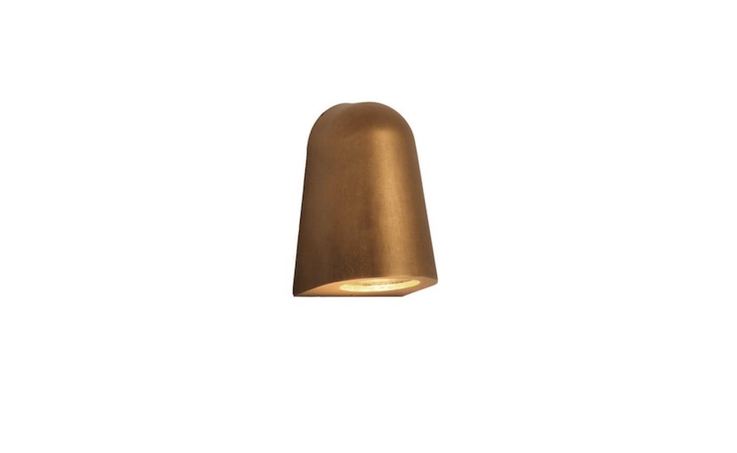 一张四层灯,能提供一份清晰的灯,包括一张玻璃碎片,能找到一份完整的新的。更多的信息,和灯塔的价格。