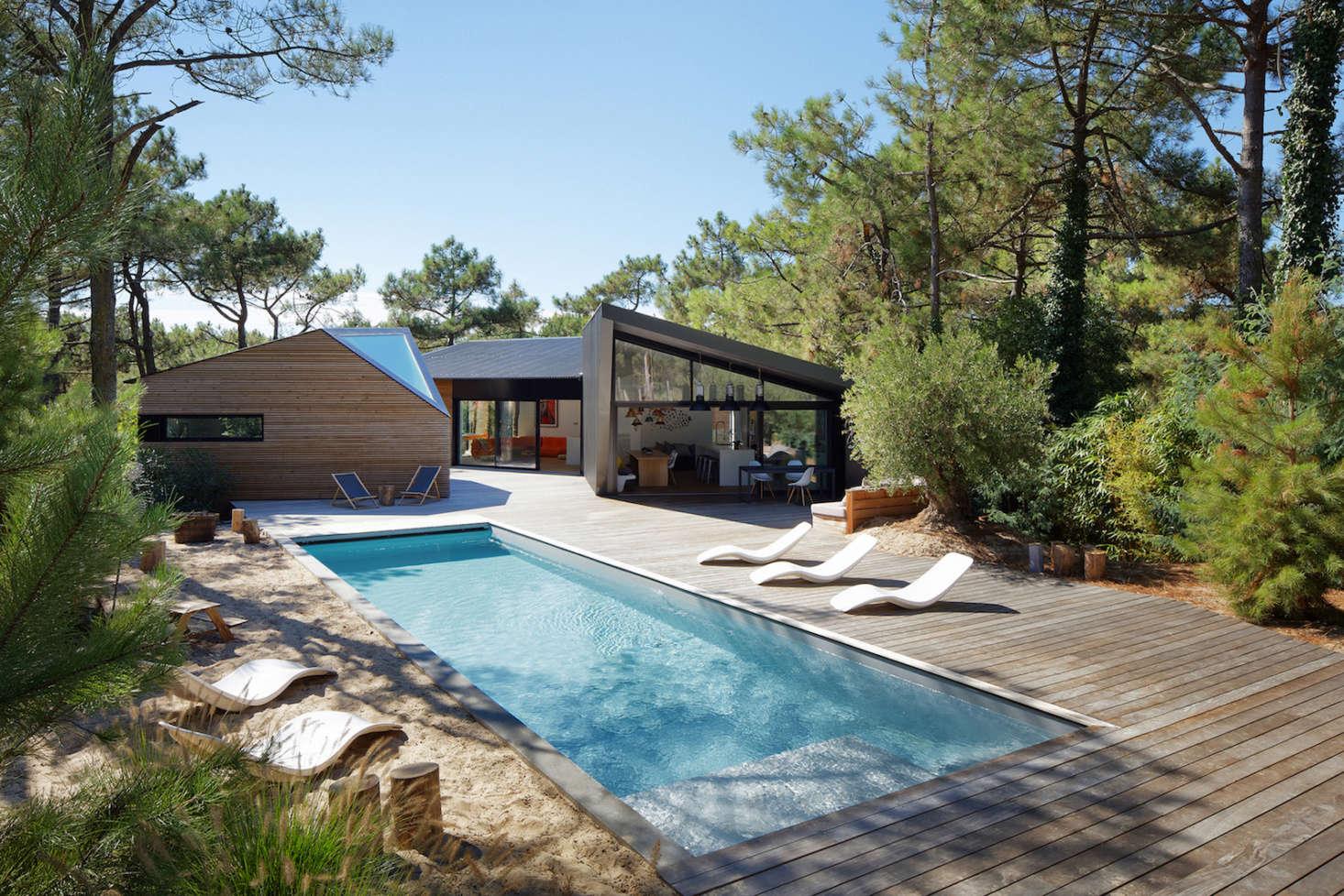 """这个世界的景观是一个来自豪斯的地方,一个游泳池里的水包是一张""""水水板""""。"""