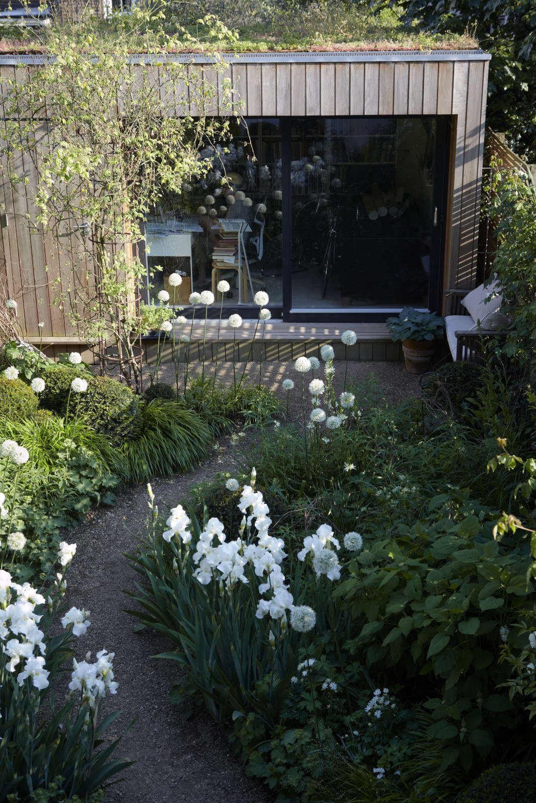 A work studio faces the house in Sheila Jack's garden in Hammersmith, London.