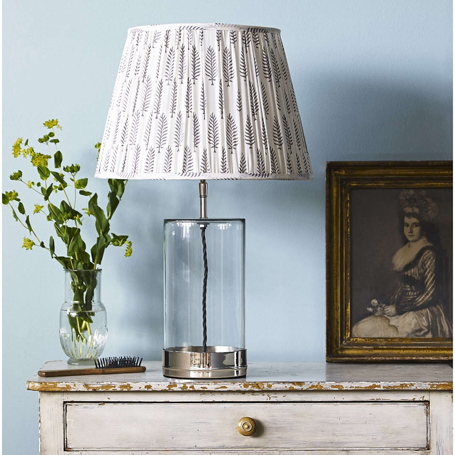 Wisteria table lamp from Pooky.