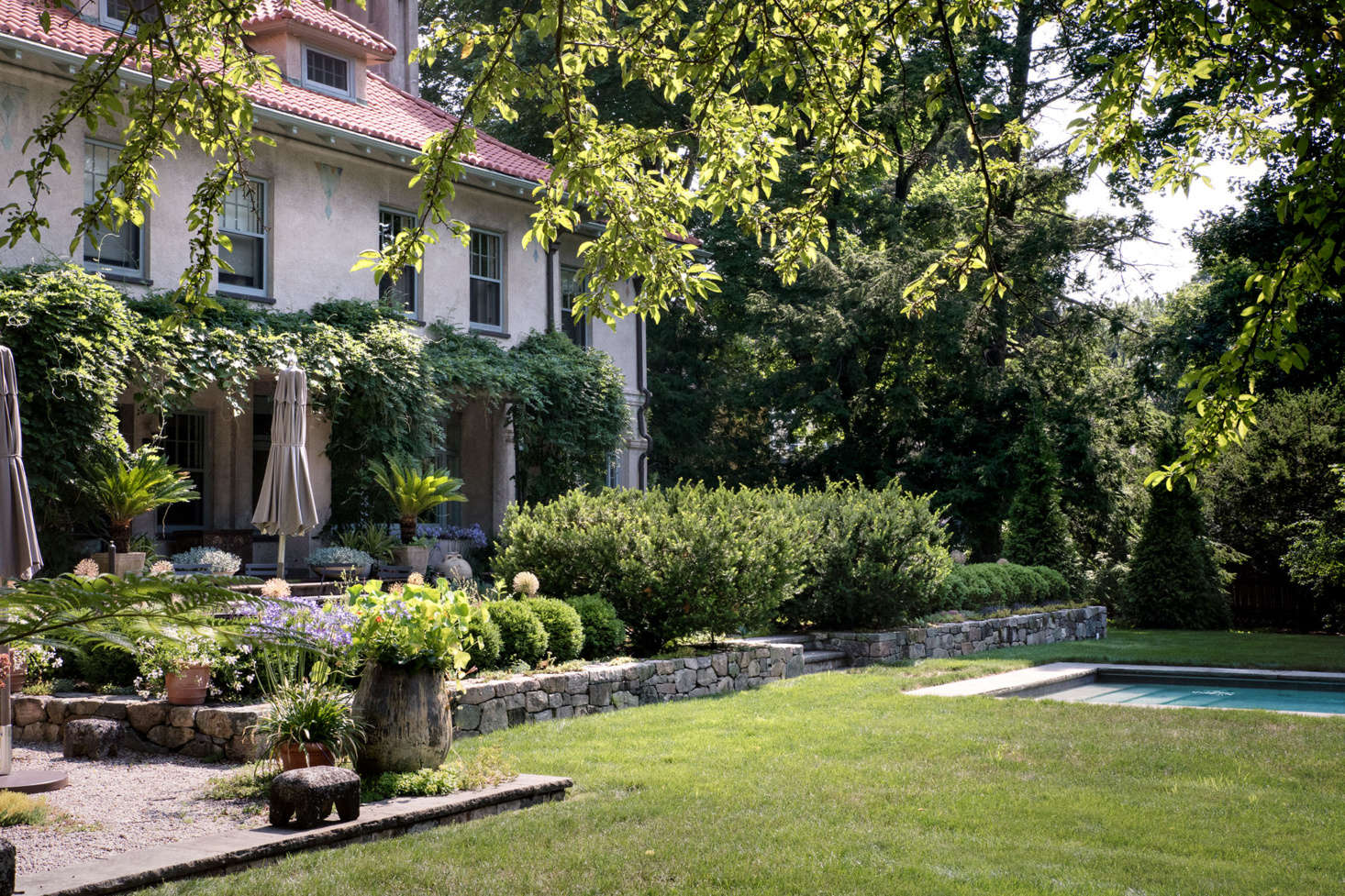 The house, terraces, and pools are laid out in complementary planes, which are then softened by lush and wild plantings.
