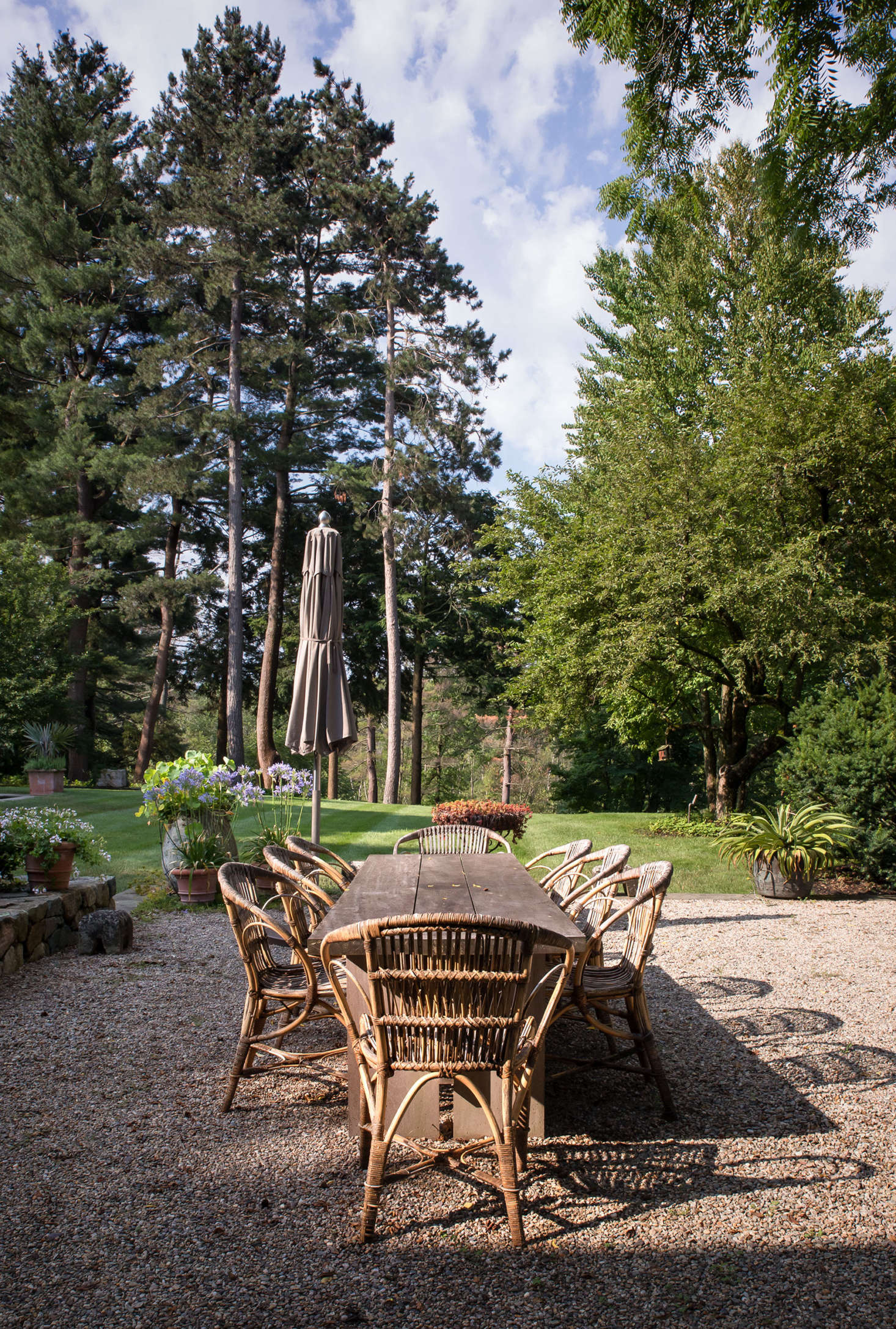 An interior designer, owner Abby Yozell took the lead on the furnishings and plantings around the terraces, choosing relaxed pieces that reflect the casual elegance of the garden.