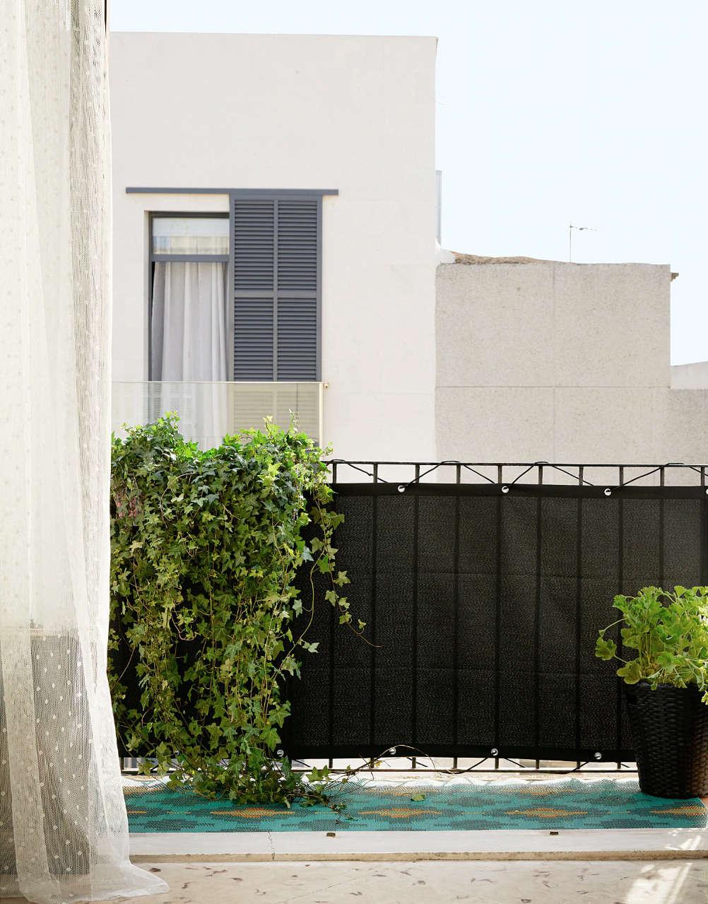 10 Easy Pieces: Balcony Privacy Panels - Gardenista