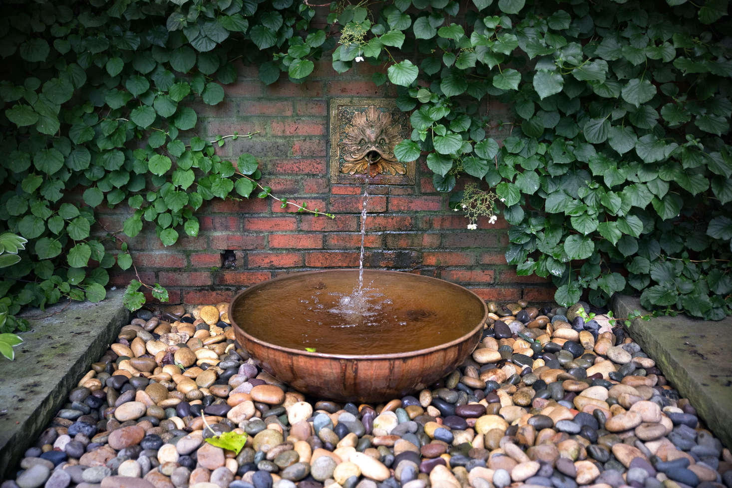 A quiet spot for contemplation, an antique fountain—located on the terrace between the tennis court and gardens—was restored and given a contemporary update.
