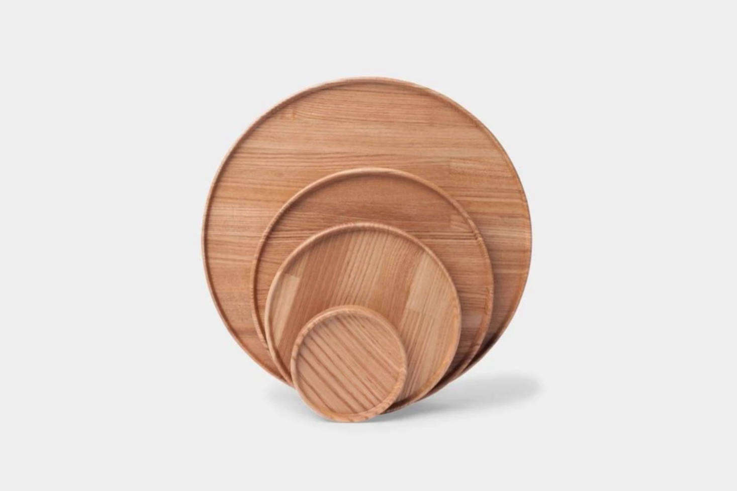 Light wood channels the brightness of the season. Alexa gathers her favorite wood trays in 10 Easy Pieces: Round Wood Trays, including these ash wood versions by Hasami.